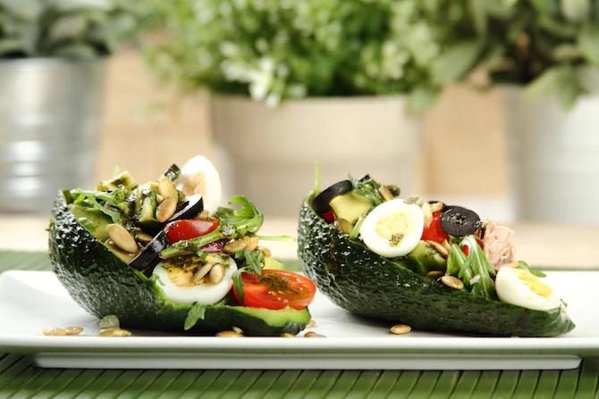 Салат с тунцом в авокадо