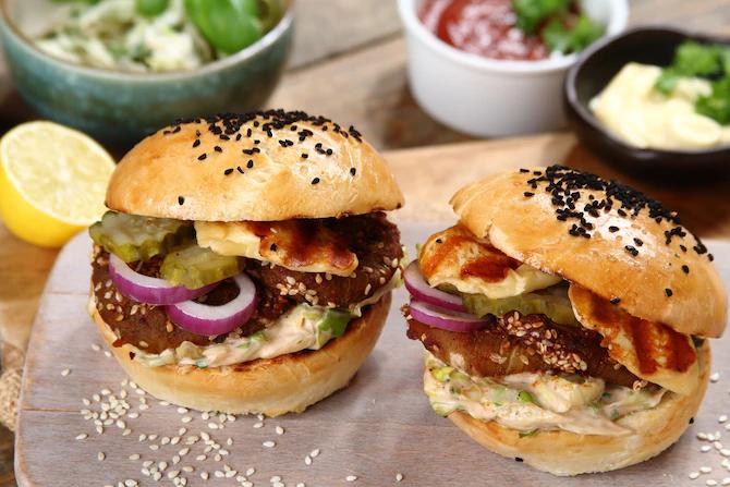 Вегетарианский бургер с запеченными баклажанами