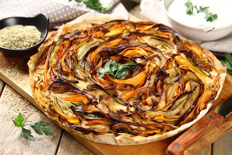 Пирог с овощами и грибным соусом