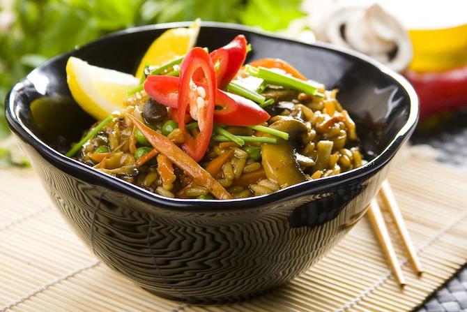Вегетарианский рис с грибами