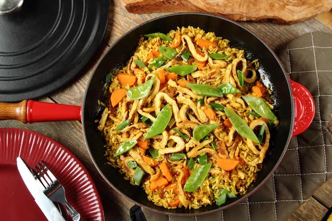 Жаренный рис с горохом и морковью