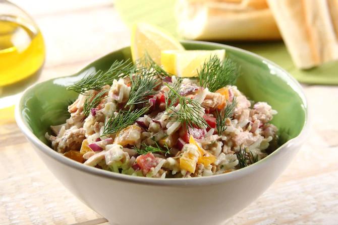 Средиземноморский салат с рисом