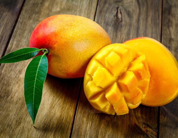 Как выбрать и очистить спелый манго?