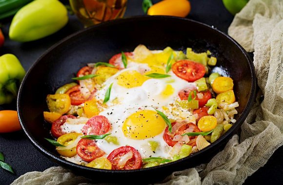 Как сделать яичницу — 3 новых рецепта