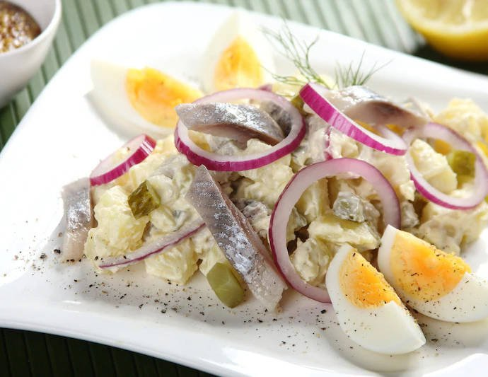 Салат из сельди с яйцом и майонезом