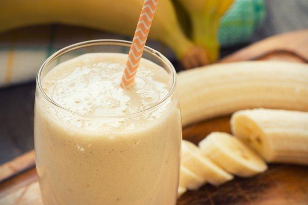 Как приготовить смузи из арахисового масла и банана