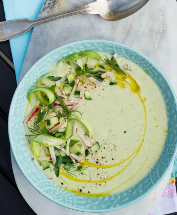 Холодный суп из зелёного авокадо