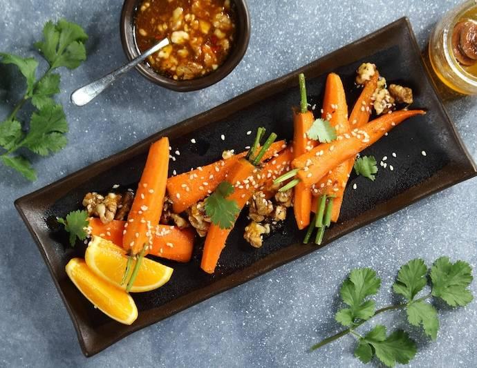 Острая морковь на пару с апельсином и орехами пекан
