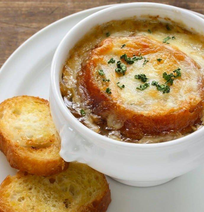 Луковый суп с помидорами черри